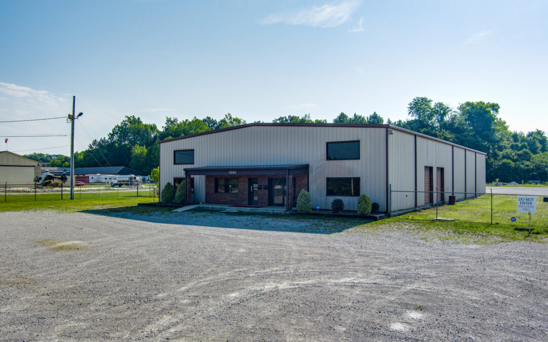 COMMERCIAL BUILDING & 3.07+/- ACRES • 8,750 SQ/FT • OFFICE SPACE • FENCED